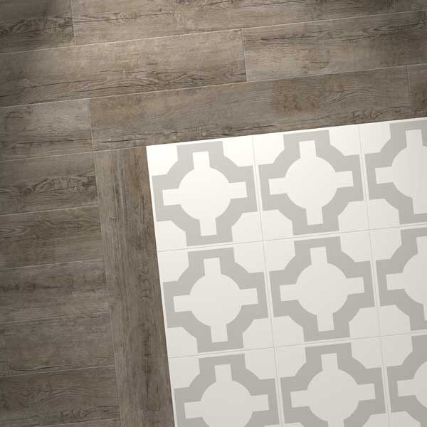 Pattern floor with wood effect border