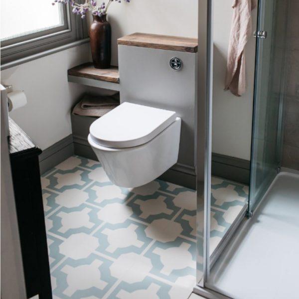 Eggshell parquet floor in bathroom