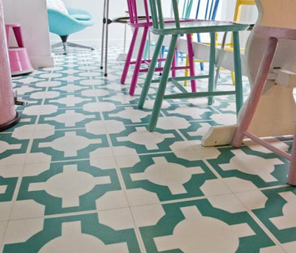 Green vinyl patterned floor in a kitchen