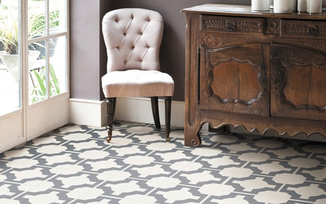 neutral patterned floor in conservatory