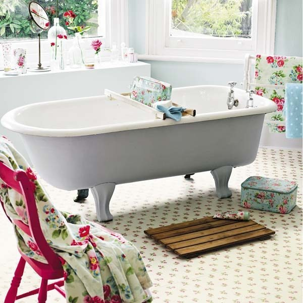 White floral floor in a bathroom