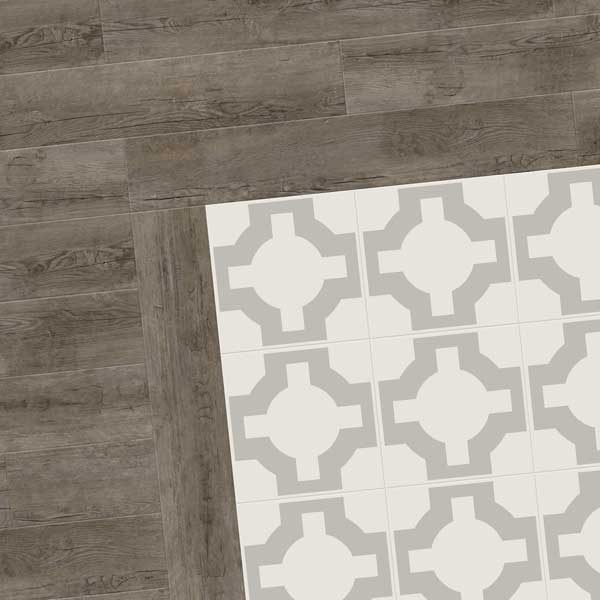 Pattern floor with wood border