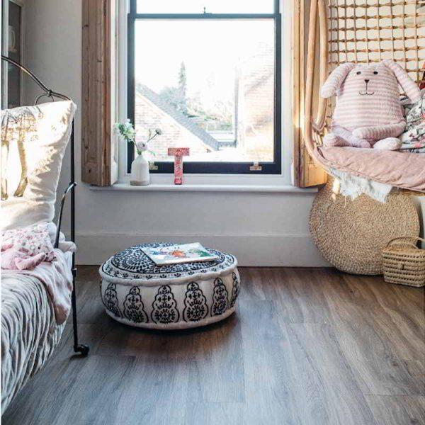 wood effect vinyl floor in kids room
