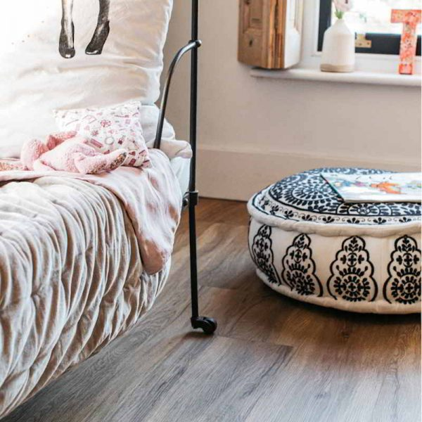 wood vinyl in kids decorated bedroom