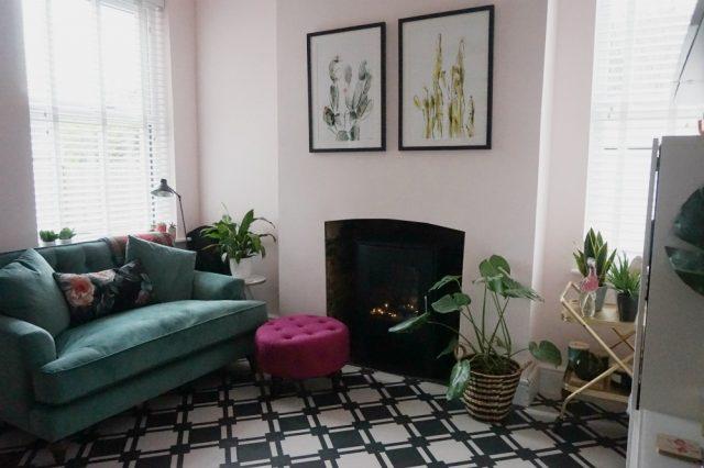 Black & white LVT flooring in a living room