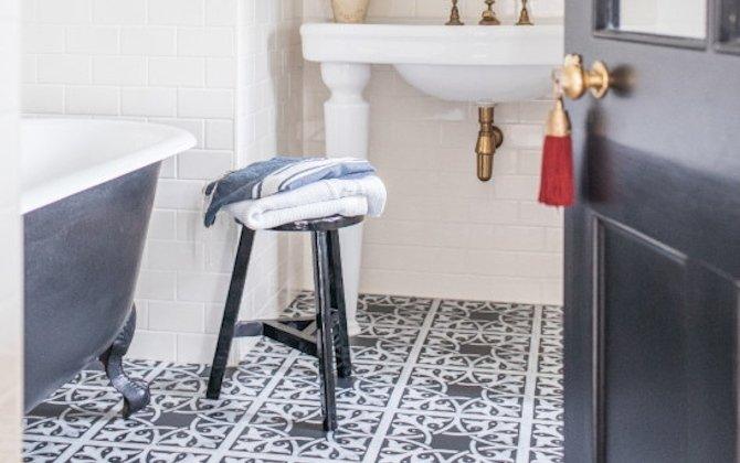 decorative black floor tiles in bathroom