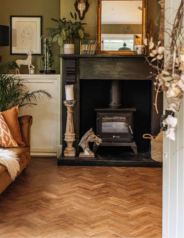 autumnal entranceway to a living room with wood floors
