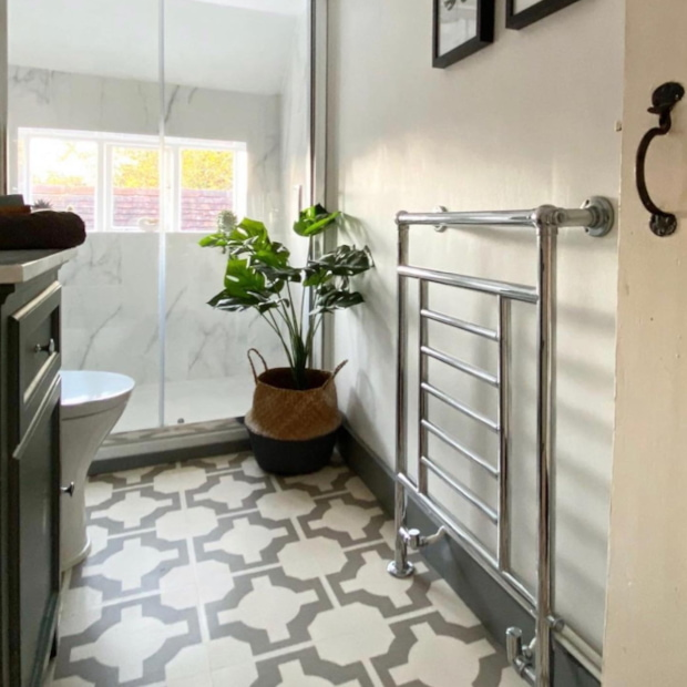bathroom with decorati ve floor tiles and marble detailing