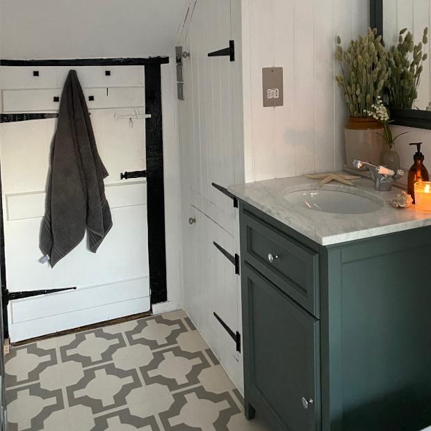 decorative floor tiles in modern country bathroom